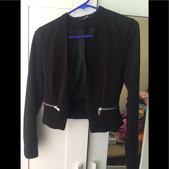 H&M Jackets & Blazers - Long sleeve black cropped blazer